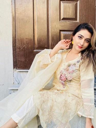 Sex ad by escort Priya Singh (19) in Abu Dhabi - Photo: 5